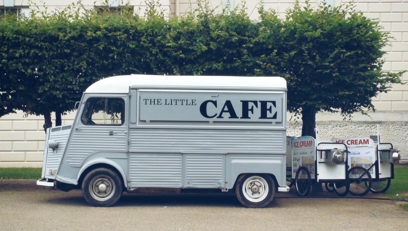 oud busje als foodtruck voor koffie