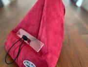 The Bookseat, een kussen als standaard voor je boek of tablet